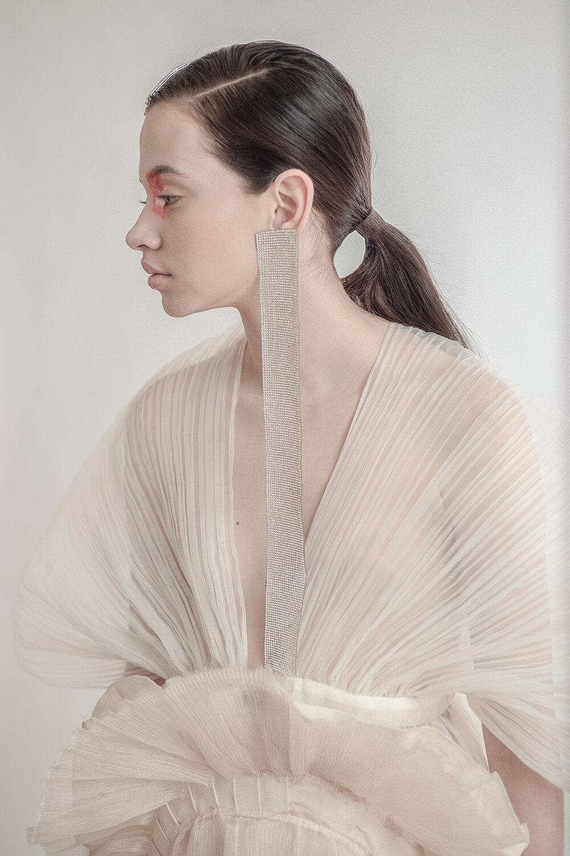 Capa: Guillermo Jester Falda: María Ponce Aretes y pines: propiedad del estilista
