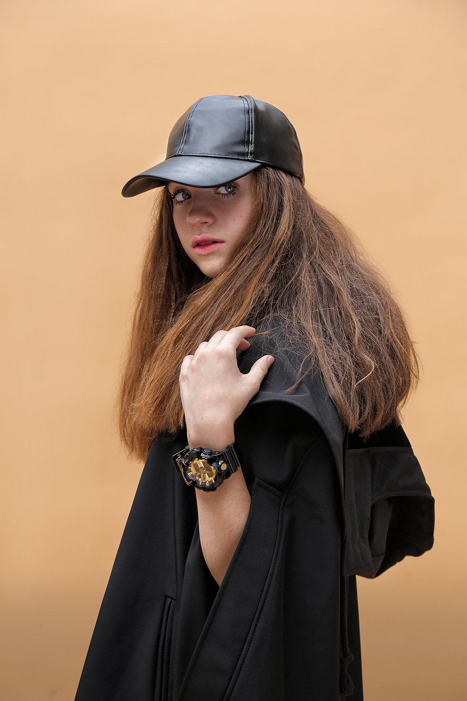 Zapatos  VANS , abrigo  Tormenta Negra, gorra   Forever 21,  reloj  G-SHOCK.